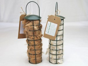 birds-nest-fleece-in-holder