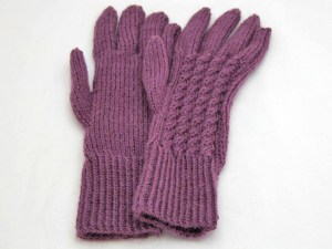Plum cable glove